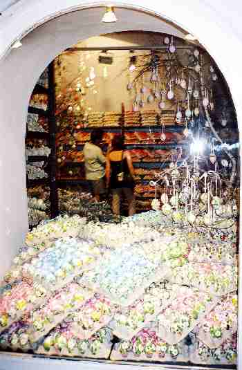 2003_EasterEggShop-2