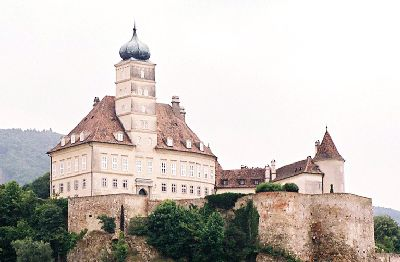 2003_Wachau2_Castle_zoom