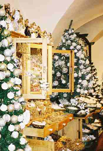 2003_XmasGoodsShop-3zoom