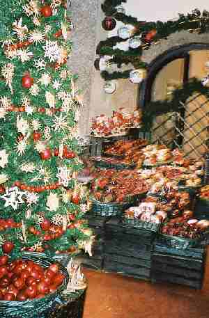 2003_XmasGoodsShop-4zoom