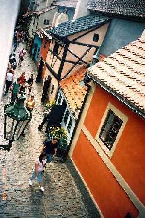 2004_Praha_GoldenLane-02