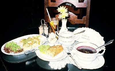 2005_Foods04_borszcz_pierogi