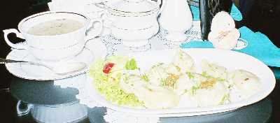 2005_foods03_zurek_pierogizoom